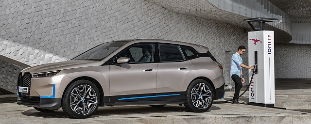 BMW iX 05 header 2
