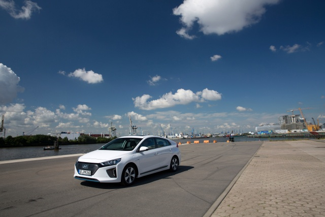 hyundai-ioniq-plug-in-hybrid-jul2017-04