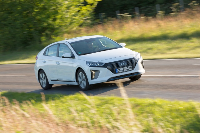 hyundai-ioniq-plug-in-hybrid-jul2017-07